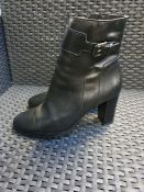 ONE PAIR OF LA REDOUTE COLLECTIONS LEATHER ANKLE BOOTS WITH HIGH HEEL AND BUCKLE IN BLACK - SIZE