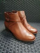ONE PAIR OF TAMARIS LOTE LEATHER BOOTS IN BROWN - SIZE EU 37. RRP £80.00 GRADE A* - AS NEW WITH