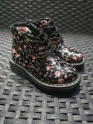 ONE PAIR OF LA REDOUTE COLLECTIONS KIDS ANKLE BOOTS IN BLACK WITH FLORAL PATTERN - SIZE UK 4
