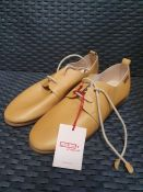 ONE PAIR OF PIKOLINOS CALABRIA W9K LACE UP FLAT SHOES IN HONEY - SIZE UNKOWN APPROX UK 5. RRP £99.
