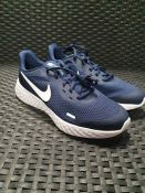 ONE PAIR OF NIKE REVOLUTION 5 TRAINERS IN NAVY BLUE - SIZE UK 6. RRP £48.00 GRADE A* - AS NEW.