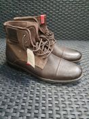ONE PAIR OF LEVIS FOWLER BOOTS IN DARK BROWN - SIZE UK 8. RRP £95.00 GRADE B - SCUFF TO TOE AND