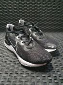 ONE PAIR OF NIKE RENEW RUN TRAINERS IN BLACK - SIZE UK 5.5. RRP £75.00 GRADE A* - AS NEW. CUSTOMER