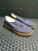 ONE PAIR OF VANS AUTHENTIC TRAINERS IN NAVY - SIZE UK 6. RRP £52.00. GRADE A* - AS NEW WITH TAGS.