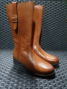 ONE PAIR OF LA REDOUTE COLLECTIONS KIDS KNEE-HIGH BOOTS IN LEATHER IN BROWN - SIZE UK 2. RRP £70.