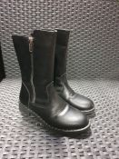 ONE PAIR OF LA REDOUTE COLLECTIONS KIDS ZIP-UP RIDING BOOTS IN BLACK - SIZE UK 1. RRP £44.00 GRADE C