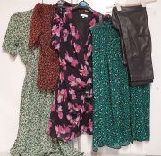 ONE LOT TO CONTAIN ONE BAG OF MIXED LADIES CLOTHING - APPROX 20 ITEMS. (ASSORTED SIZES AND