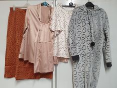 ONE LOT TO CONTAIN ONE BAG OF MIXED LADIES CLOTHES / NIGHTWEAR - APPROX 20 ITEMS. (ASSORTED SIZES
