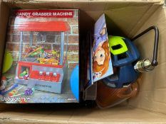 ONE LOT TO CONTAIN 2X CANDY GRABBER MATCHINES, PLASTIC CONTAINERS, CHILDREN BOOKS AND A SMALL
