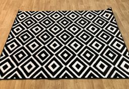 ARMBRUSTER TUFTED BLACK/WHITE RUG / SIZE: 160 X 220CM BY EBERN DESIGNS