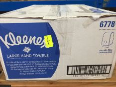 1 LOT TO CONTAIN A BOX OF KLEENEX LARGE HAND TOWELS 6778100 - L7