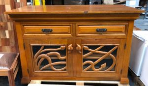 SOLID WOOD 2-DOOR 2-DRAWER FLORAL STYLE SIDEBOARD / CONDITION REPORT: SIGNS OF WEAR AND TEAR, CHIPS,