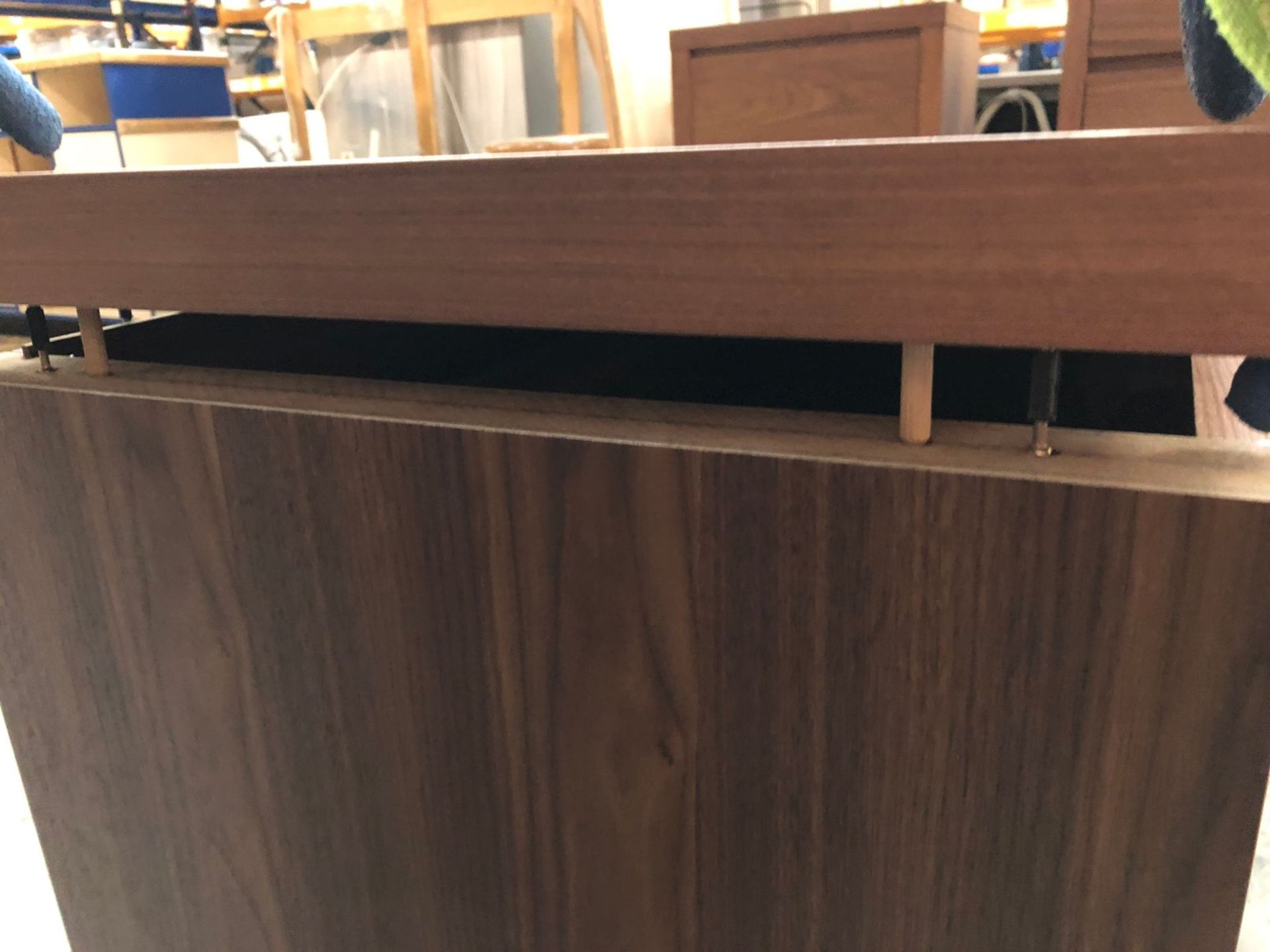 3-DRAWER CHEST IN WALNUT / SIZE: 850 X 500 X 750MM / CONDITION REPORT: TOP LEFT SIDE LOOSE WHEN - Image 2 of 2
