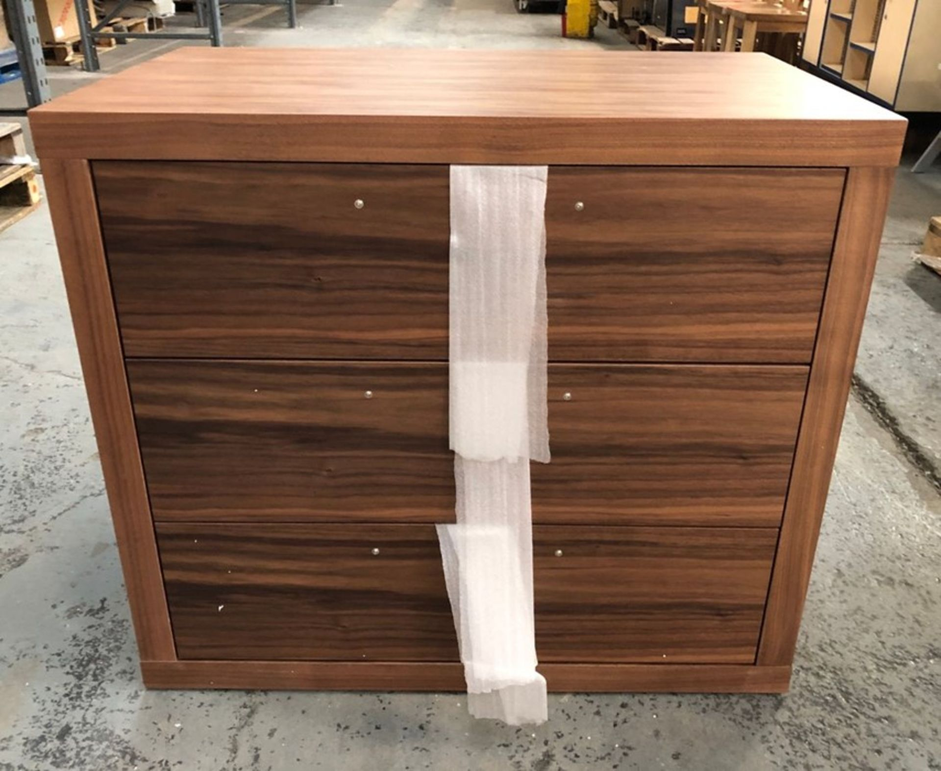 3-DRAWER CHEST IN WALNUT / SIZE: 850 X 500 X 750MM / CONDITION REPORT: TOP LEFT SIDE LOOSE WHEN