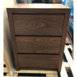 3-DRAWER CHEST OF DRAWERS IN NATURAL WALNUT / CONDITION REPORT: SIGNS OF WEAR AND TEAR. SMALL CHIPS