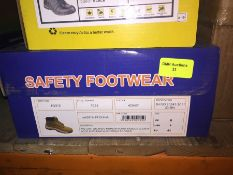1 LOT TO CONTAIN A BOX OF PROMAN ORLANDO PREMIUM HONEY NUBUCK SAFETY BOOTS IN SIZE 8 L-8