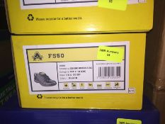 1 LOT TO CONTAIN A BOX OF AMBLERS SAFETY BLACK SAFETY BOOTS IN SIZE 4 L-8