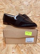 LORRAINE KELLY LADIES LEATHER LOAFERS - UK SIZE 7/BLACK