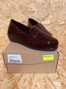 HEAVENLY SOLES LADIES PATENT SHOE - UK SIZE 4/BORDO CROC