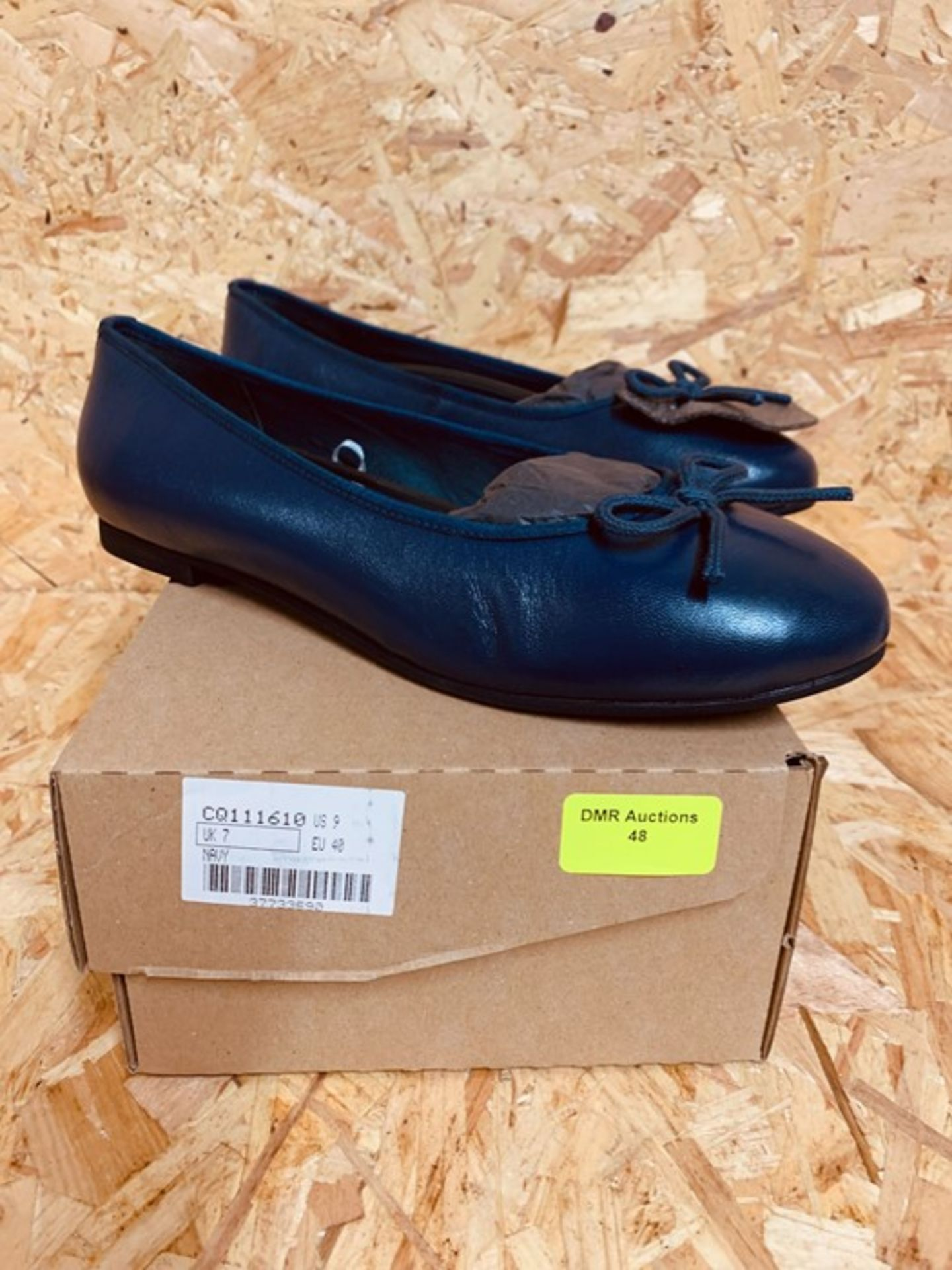 HEAVENLY SOLES LADIES LEATHER COURT SHOES - UK SIZE 7/NAVY