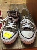 1 LOT TO CONTAIN A PAIR OF GREY CONVERSE ALL STARS IN SIZE MENS - 5.5 OR WOMENS - 7.5
