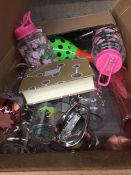 1 LOT TO CONTAIN AN ASSORTMENT OF HOMEWARE ITEMS, CONDITIONS VARY, ITEMS TO INCLUDE : TUPPERWARE AND