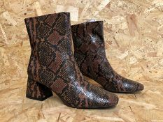 1 X PAIR OF LA REDOUTE COLLECTIONS PYTHON PRINT ANKLE BOOTS WITH BLOCK HEEL / SIZE: 6.5 UK / RRP £