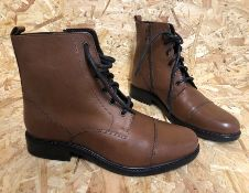 1 X PAIR OF JANOK LEATHER BOOTS / SIZE: 39 EU / GRADE A