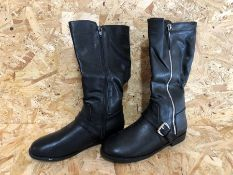 1 X PAIR OF LA REDOUTE COLLECTIONS KIDS ZIPPED KNEE-HIGH BOOTS WITH BUCKLE / SIZE: 4 UK / RRP £44.00
