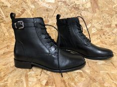 1 X PAIR OF LA REDOUTE COLLECTIONS LEATHER BOOTS / SIZE: 5.5 UK / GRADE A