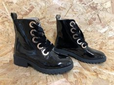 1 X PAIR OF LA REDOUTE COLLECTIONS LACE-UP ANKLE BOOTS / SIZE: 36 EU / GRADE A