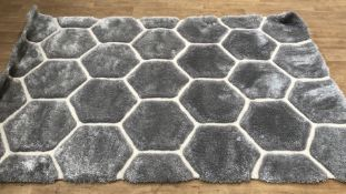 LA REDOUTE HAND CARVED HEXAGON RUG / SIZE: 150 X 230CM