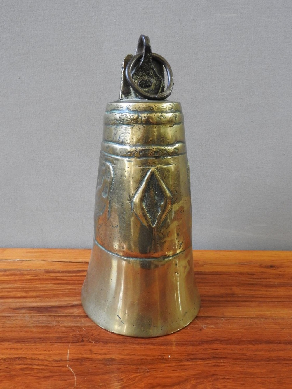 LARGE BRASS BELL 19TH CENTURY 27cm high; together with a SMALL INDIAN BRASS STAMP, 19TH CENTUR - Image 2 of 2