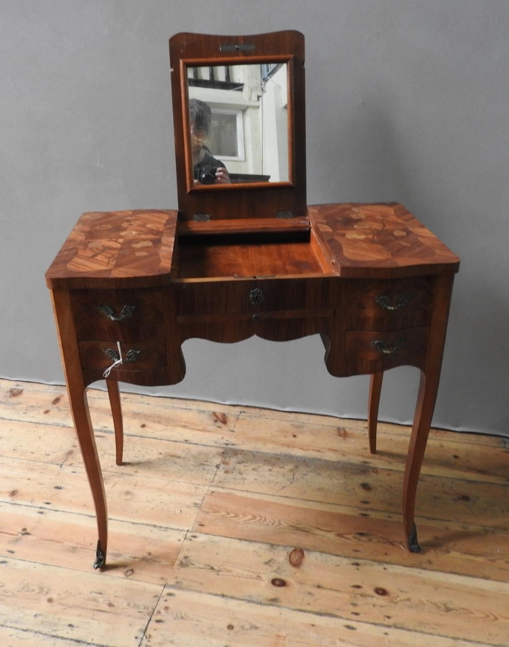 LOUIS XV STYLE KINGWOOD AND MARQUETRY POUDREUESE CIRCA 1900 the crossbanded top opening to reveal th