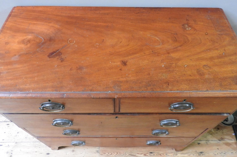 GEORGIAN MAHOGANY CHEST OF 5 DRAWERS, 2 short drawers over 3 long drawers with brass handles, on spl - Image 3 of 3