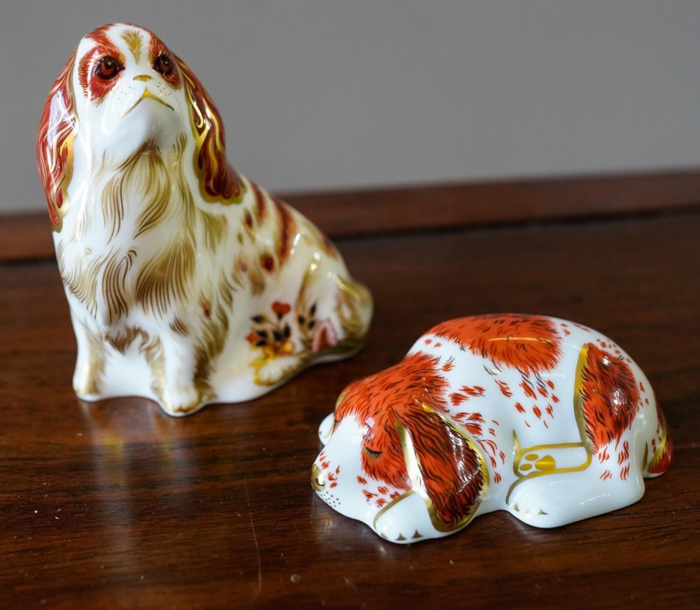 2 CONTEMPORARY ROYAL CROWN DERBY PAPERWEIGHTS 'PUPPY' (9.5cm long) AND 'KING CHARLES SPANIEL' (9cm l