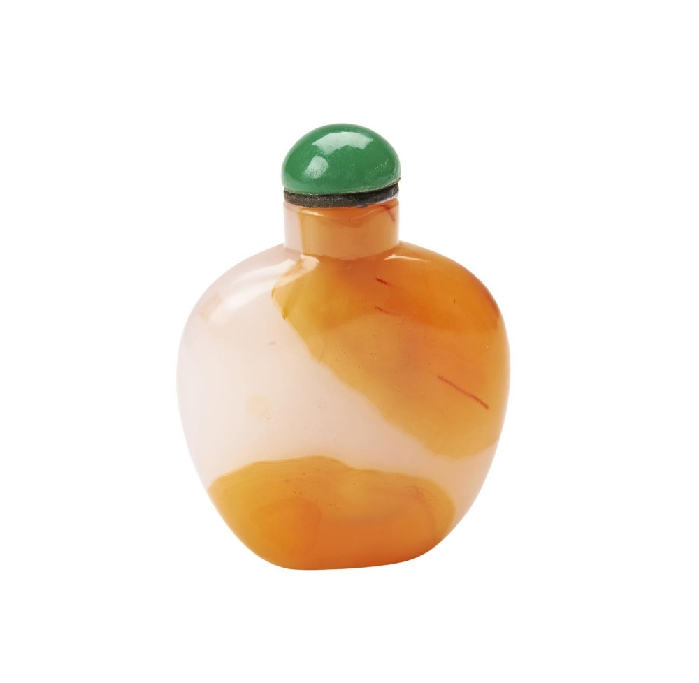 AGATE MINIATURE SNUFF BOTTLE  QING DYNASTY, 19TH CENTURY the polished stone of flattened ovoid form,