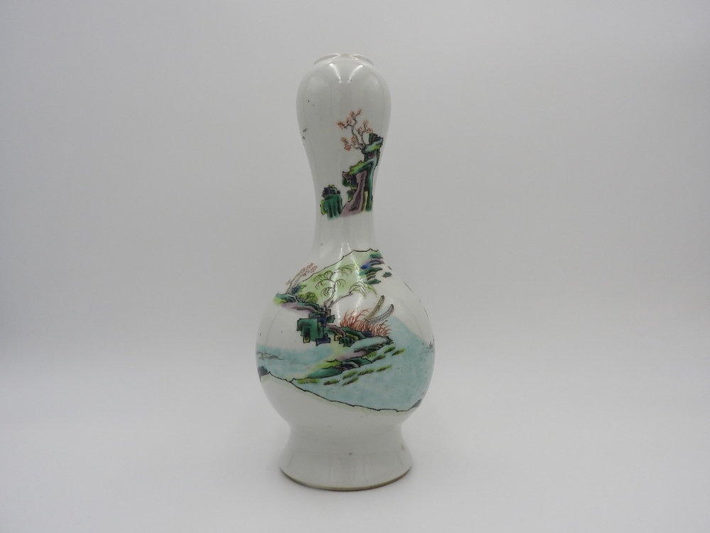 FAMILLE VERTE GARLIC MOUTH VASE QING DYNASTY, 19TH CENTURY the baluster sides painted with a