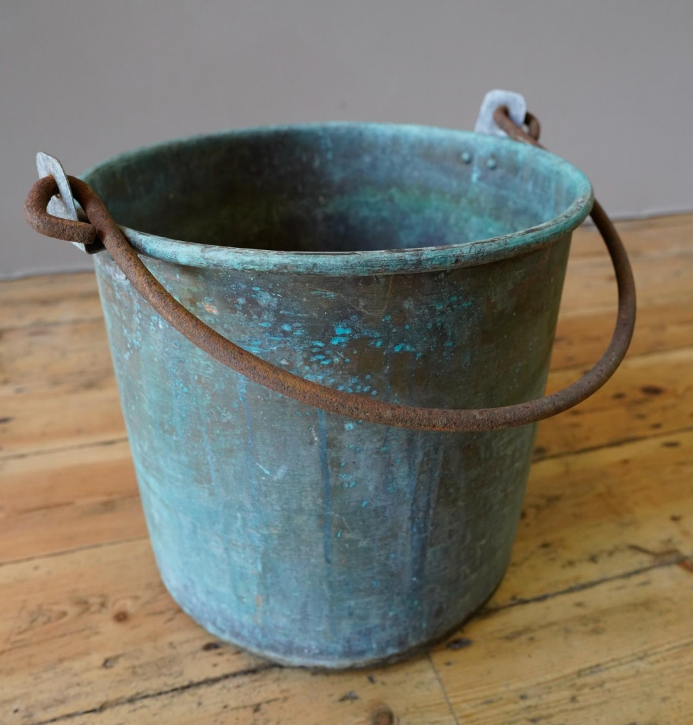 FRENCH 19th CENTURY COPPER BUCKET WITH IRON RING HANDLE (40cm diameter, 39cm deep)