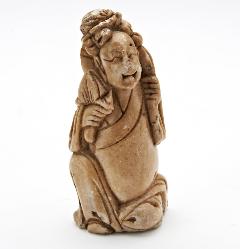 THREE SOAPSTONE CARVINGS LATE QING DYNASTY comprising a 'bamboo' snuff bottle and two figures - Image 2 of 9