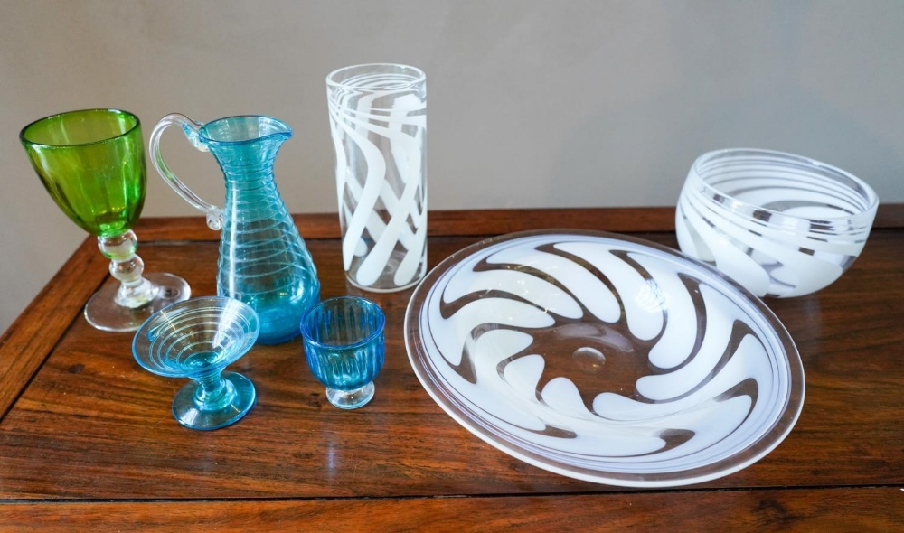 7 PIECES OF SIGNED STUDIO COLOUR GLASS WARE, comprising of Andrew Shea signed cream swirl dish, bowl