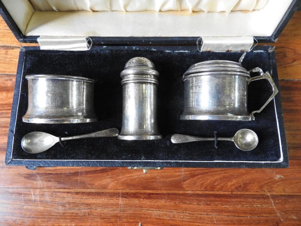 HALLMARK SILVER 3-PIECE CRUET SET (Birmingham,1938) in fitted case  - Image 2 of 2