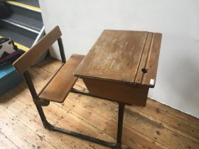 A VINTAGE LIFT TOP SCHOOL DESK WITH INTEGRATED SEAT 80 x 60 x 90cm