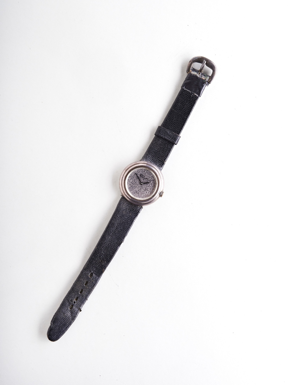 ROY KING SILVER MANUAL WIND UNISEX WRISTWATCH, the leaf effect dial with black signature the case - Image 2 of 3