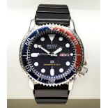 SEIKO 'PEPSI' QUARTZ DIVERS WATCH, with rotating blue/red bezel, black dial and day/date window with