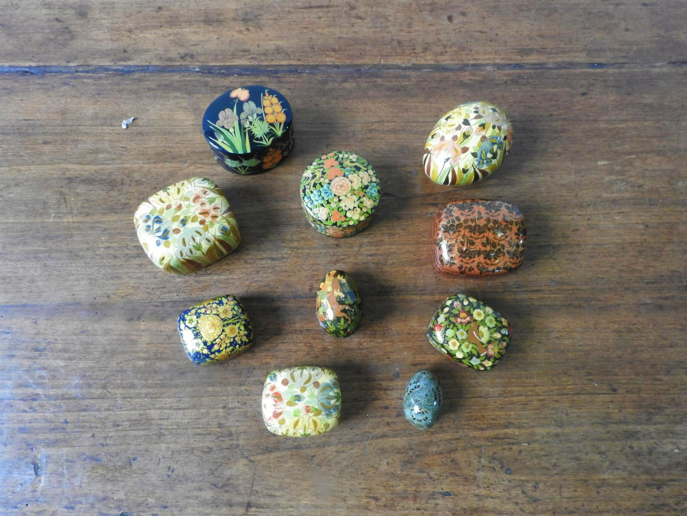 EIGHT PAINTED PAPIER MACHE TRINKET BOXES AND TWO EGG ORNAMENTS - Image 2 of 2