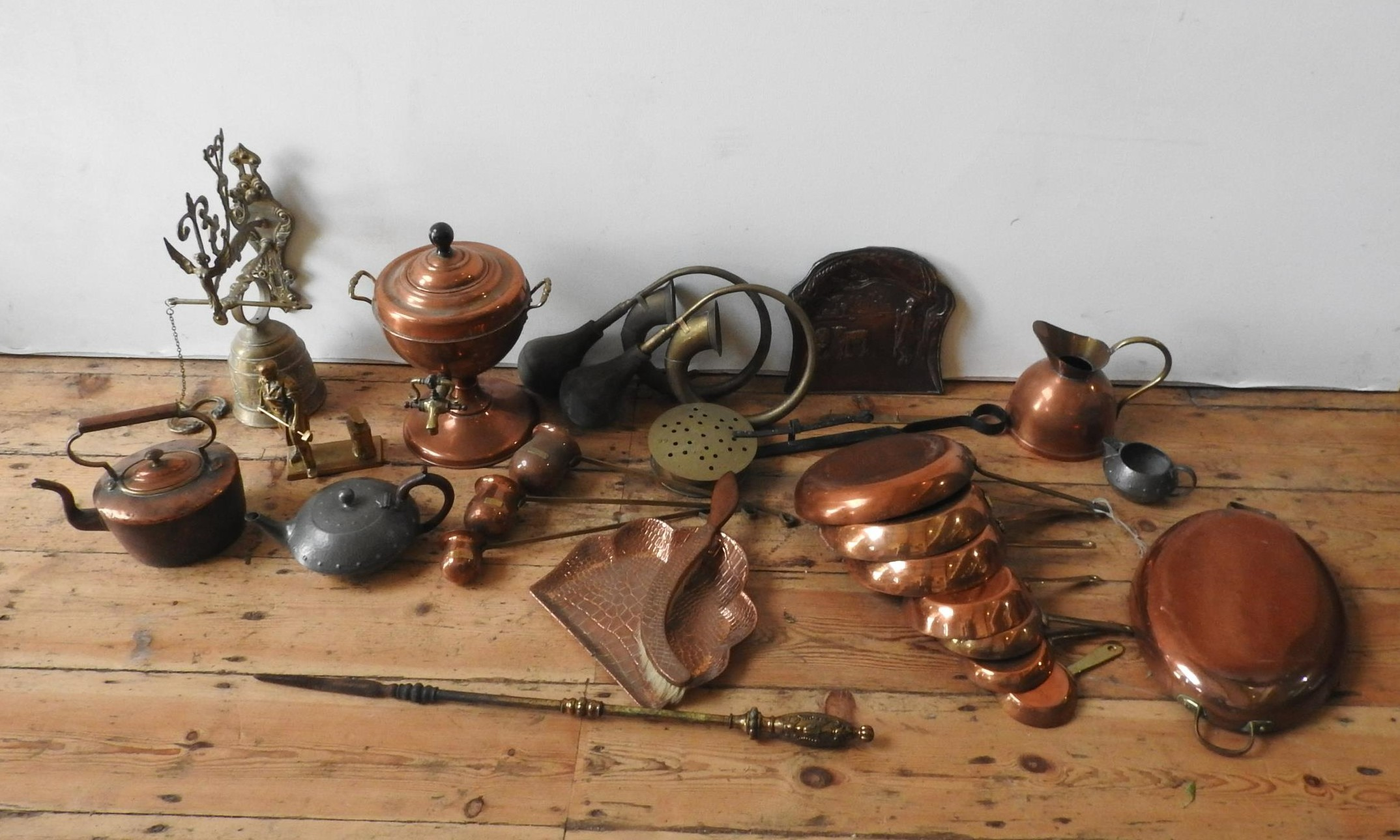 VICTORIAN COPPER KETTLE, SAMOVAR AND BRASS WARE,