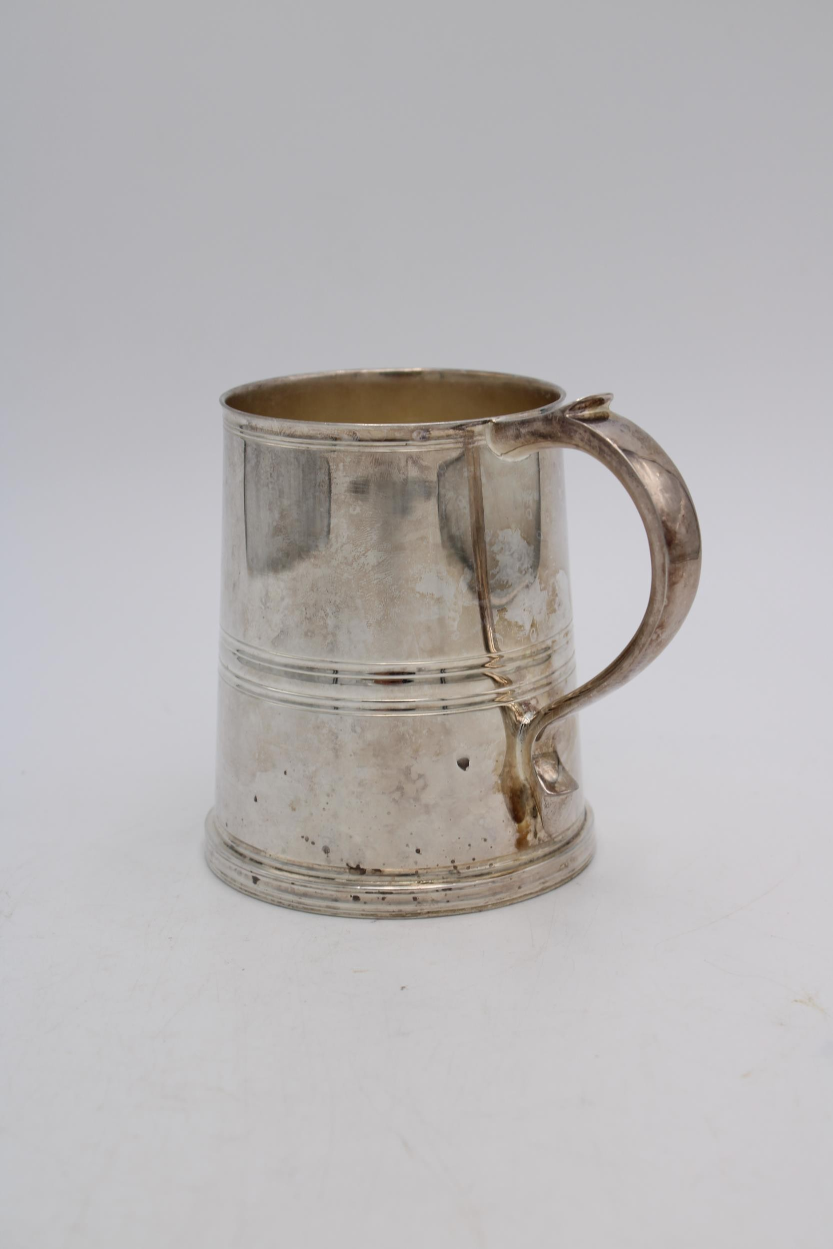 A HEAVY KINGSWAY PLATE E.P.N.S TAPERED TANKARD WITH HANDLE, 11.5cm high