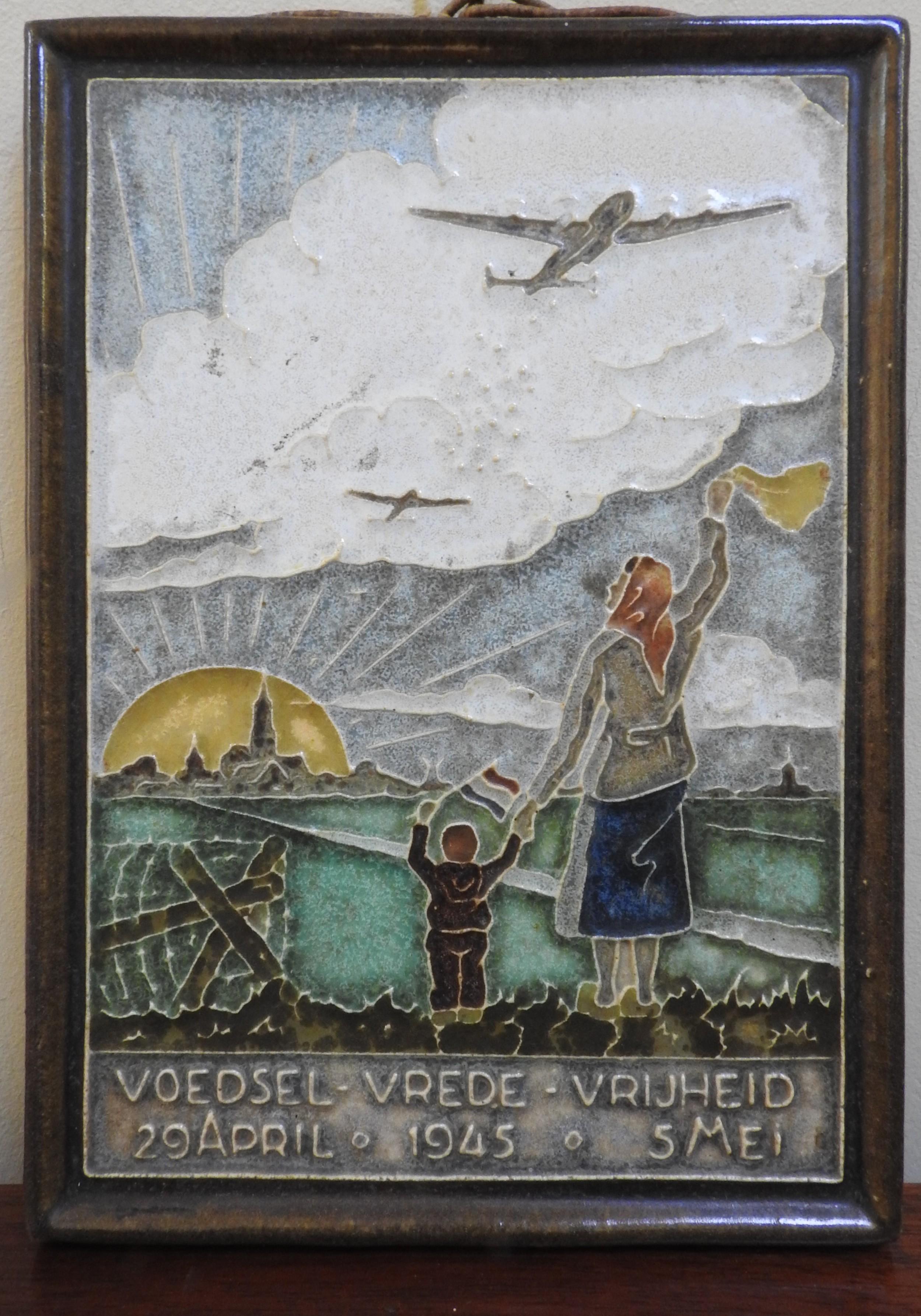DELFT COMMEMORATIVE CERAMIC PANEL, depicting the 1945 Allied food drop, 20 x 14cm,