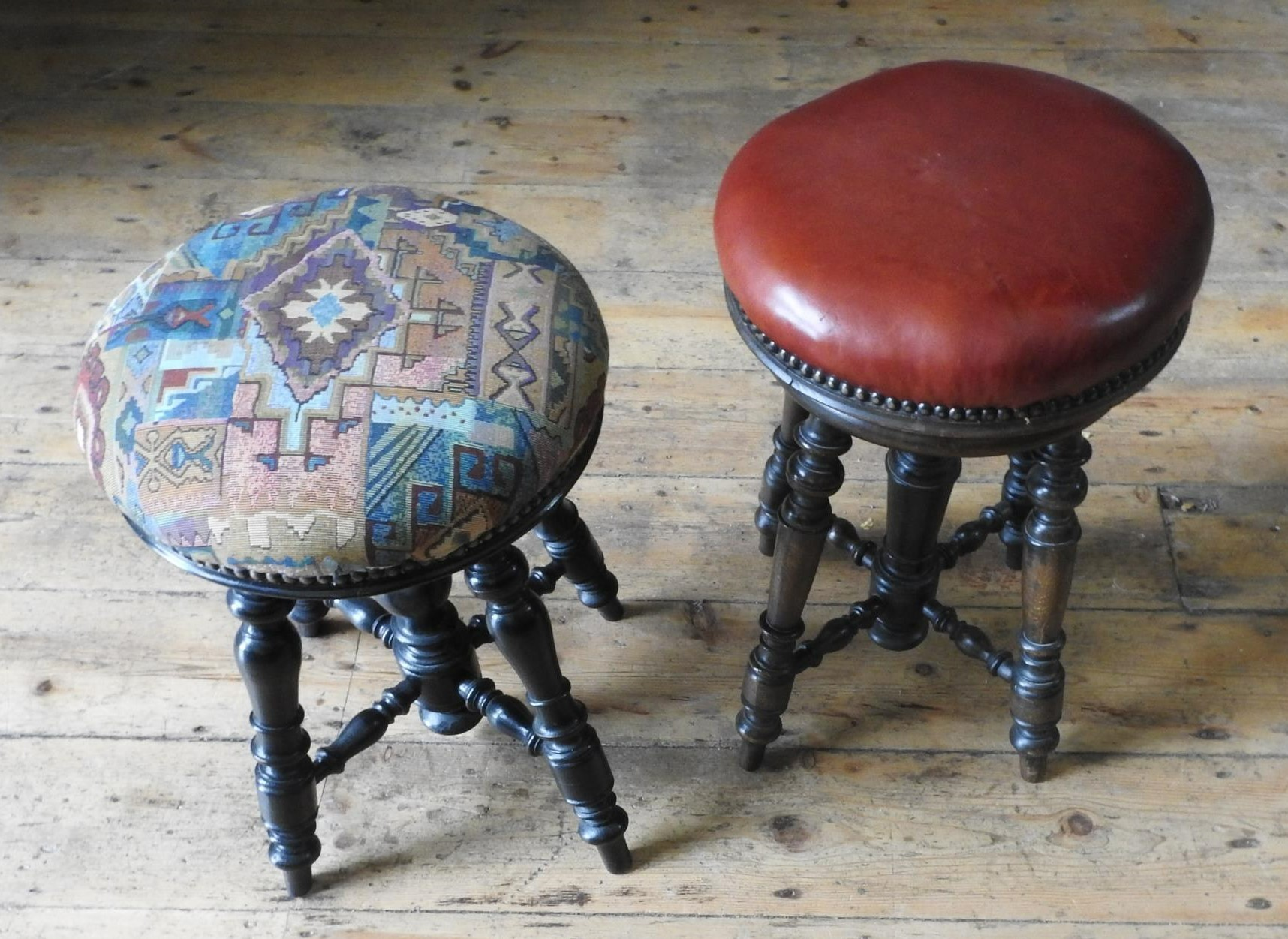 TWO VICTORIAN ADJUSTABLE CIRCULAR PIANO STOOLS, both on ornate turned oak bases, 25cm dia and